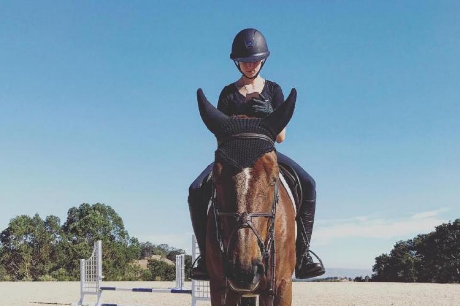 La heredera de Steve Jobs ha ganado competencias de equitación. (Foto: @evecjobs/Instagram)