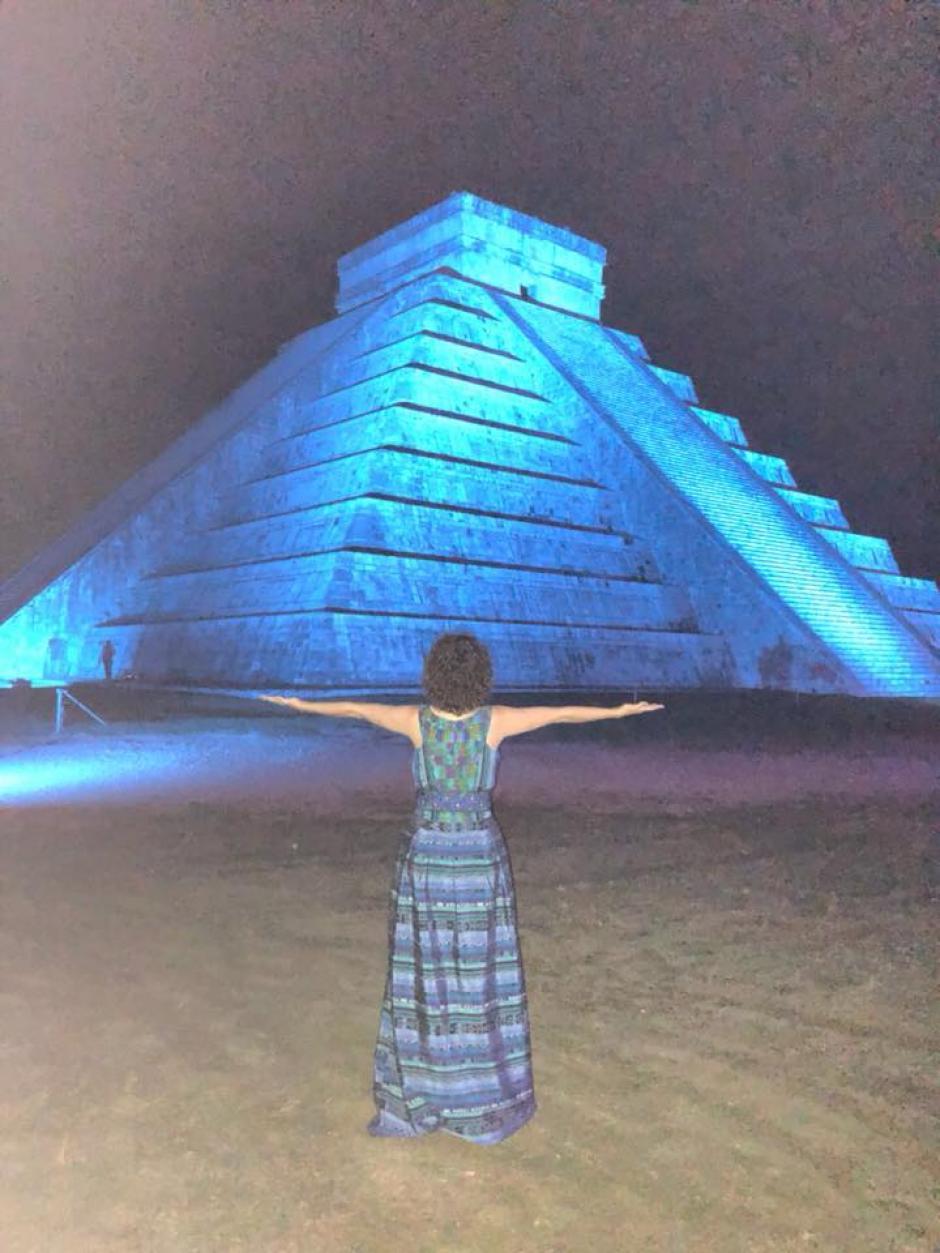El vestido de Gaby Moreno es de la firma UNIK'. (Foto: Gaby Moreno oficial)
