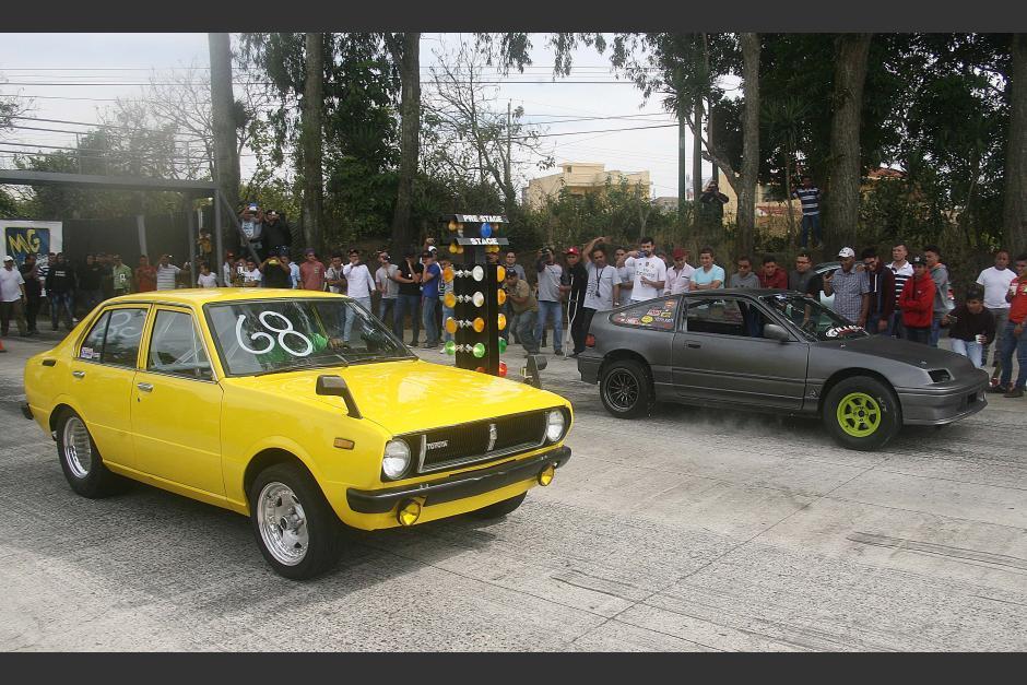 Vehículos de distitnos modelos han corrido en la pista de octavo de milla. (Foto: César Pérez)