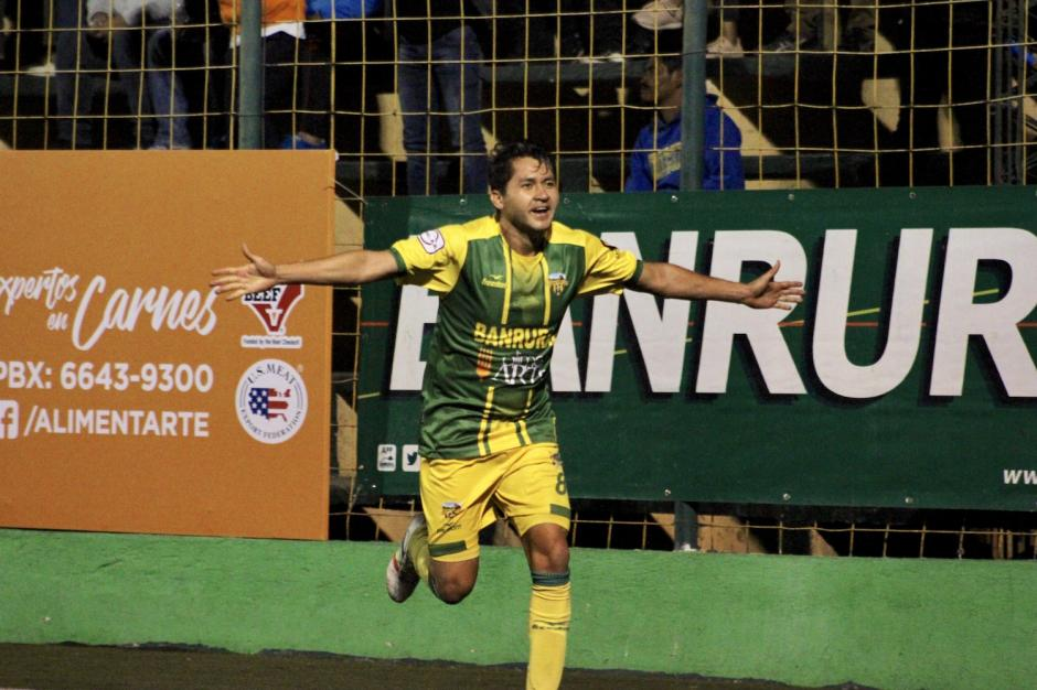 Alex Pérez anotó el segundo gol de Petapa. (Foto: Luis Barrios/Soy502)