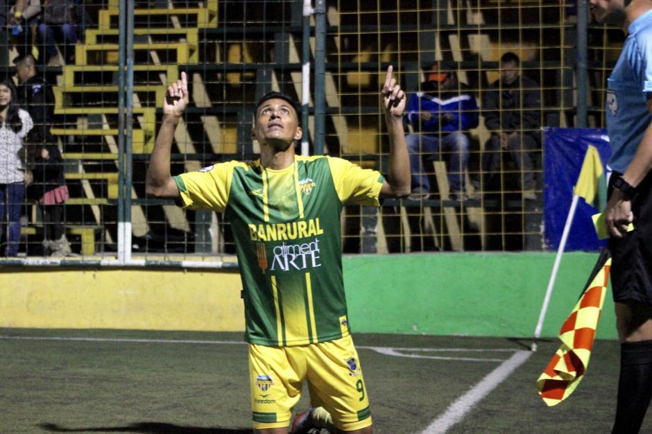 Gerson Tinoco celebró al minuto 16. (Foto: Luis Barrios/Soy502)