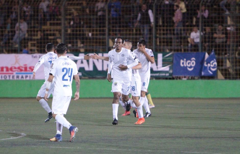 Wilson Lalín anotó por los cremas al minuto 68. (Foto: Luis Barrios/Soy502)