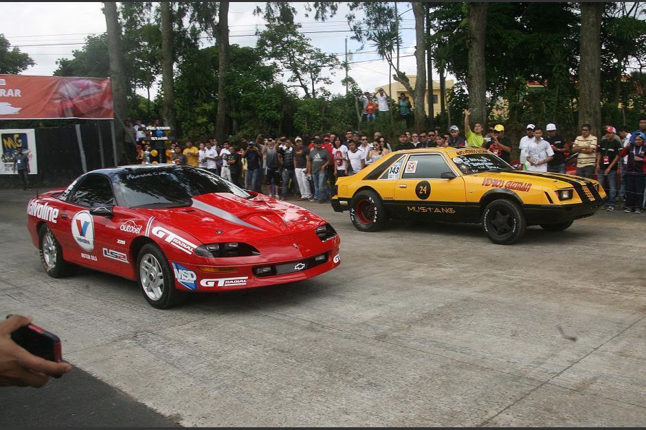 Varias categorías y tipos de carros hicieron las delicias de los fanáticos en la pista de carretera a El Salvador. (Foto: César Pérez)
