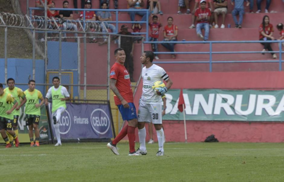 El panameño Blas Pérez tuvo roces con JJ Paredes. (Foto: Wilder López/Soy502)