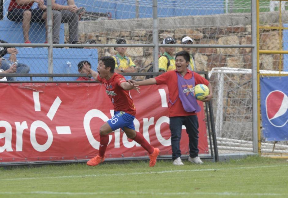 Así celebró Pedro Altán su gol con los Rojos. (Foto: Wilder López/Soy502)