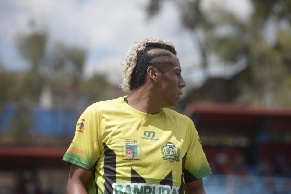 El corte de cabello del jugador de Guastatoya llamó la atención de los fanáticos. (Foto: Wilder López/Soy502)