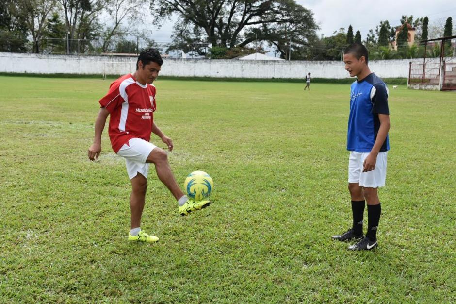 Fredy García y su hijo Humerto comparte día a día los entrenamientos y partidos en Quiriguá. (Foto: Nuestro Diario)