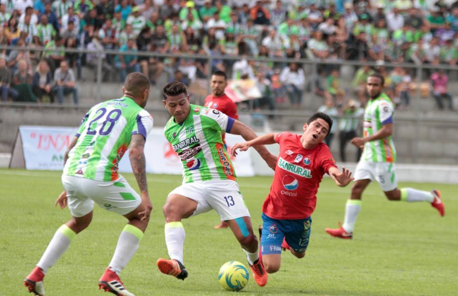 El equipo visitante buscaba la victoria en campo ajeno. (Foto: Luis Barrios/Soy502)