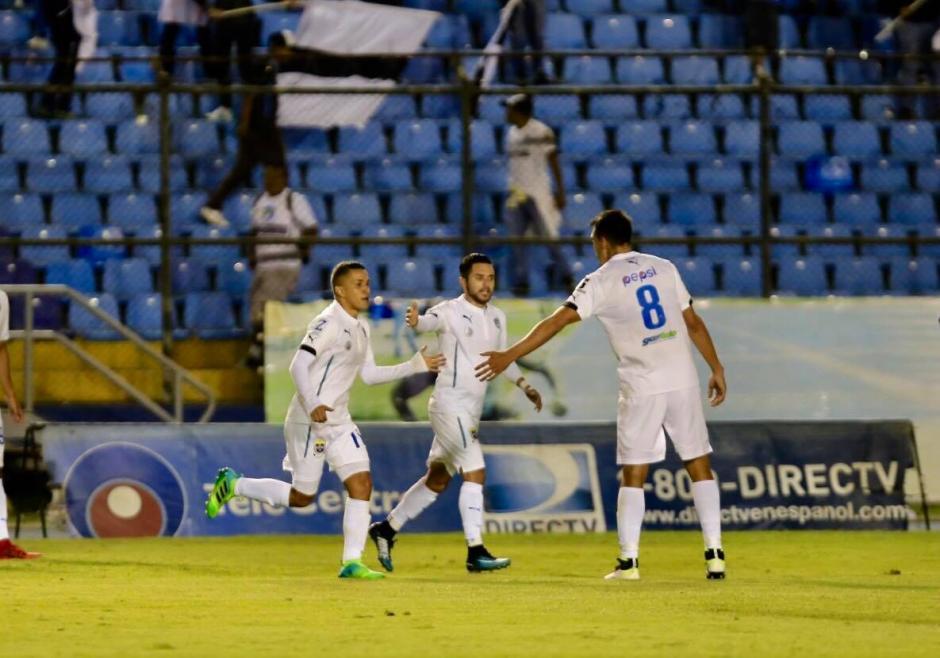 Marvin Ceballos celebra el único gol Crema. (Foto: Luis Barrios/Soy502)