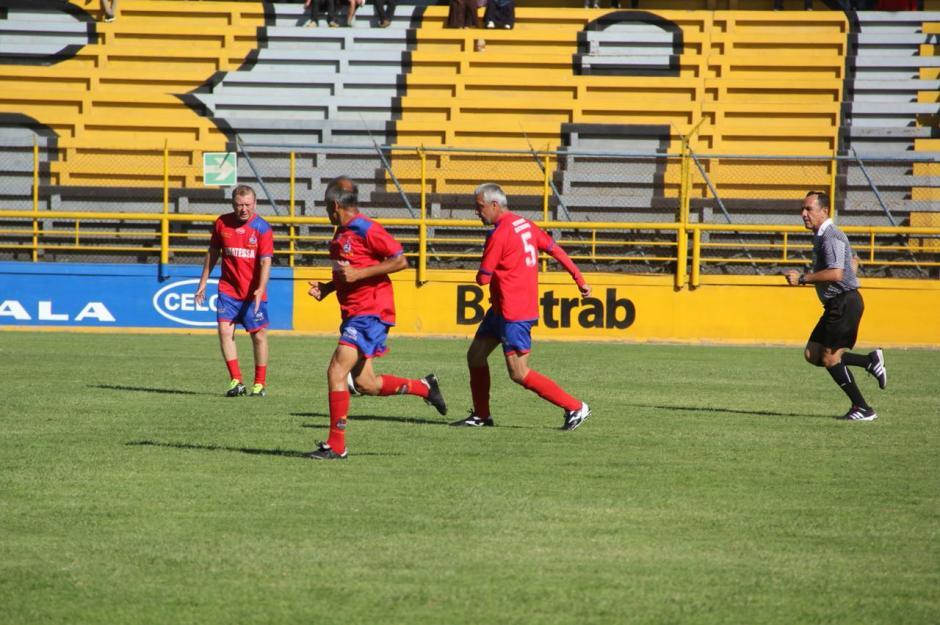 Néstor Ruiz logró el segundo gol para los escarlatas. (Foto: Fredy Hernández/Soy502)