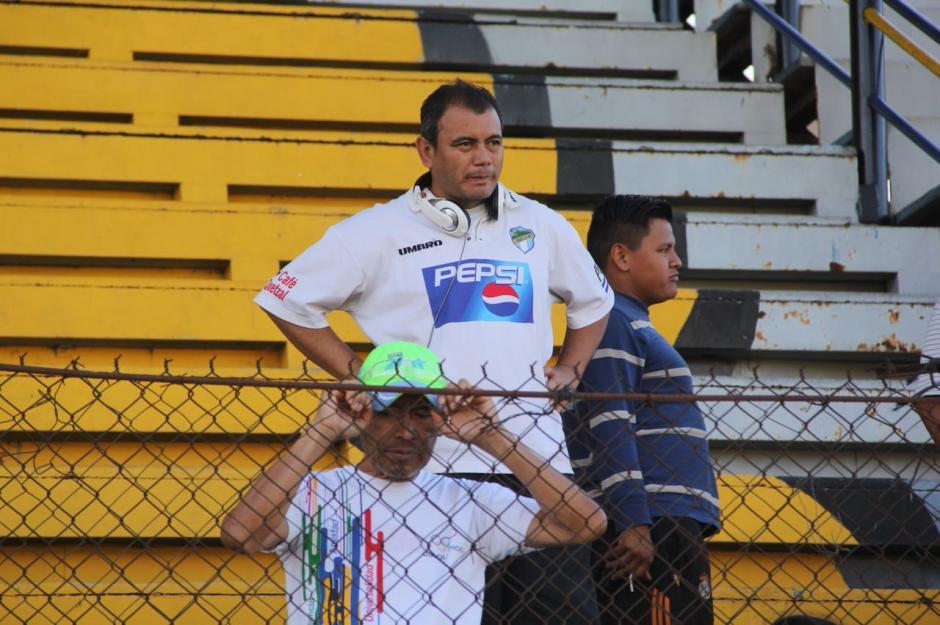 Varias personas llegaron para observar el juego benéfico. (Foto: Fredy Hernández/Soy502)