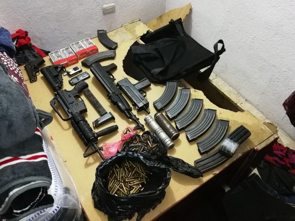 La PNC decomisó varias armas de alto calibre. (Foto: PNC)