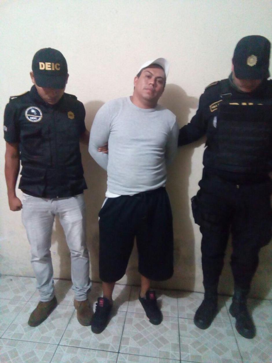 El lider de la clica, alias El Pulga, fue capturado en el operativo.  (Foto: PNC)