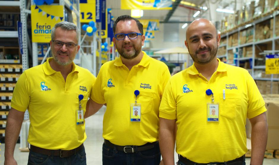 Miguel Díaz, gerente de ventas; Luis de Sousa, gerente general; y José Melgar, gerente de tienda de EPA Guatemala. (Foto: George Rojas/Soy502)