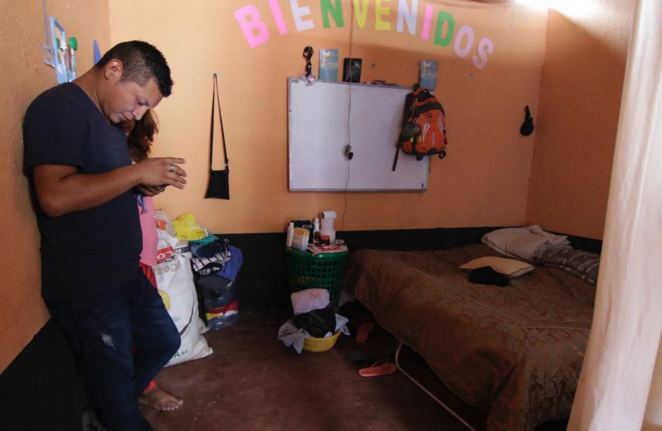 Ahora vive junto a su esposa en el albergue Alfa y Omega de Alotenango. (Foto: Alejandro Balán/Soy502)