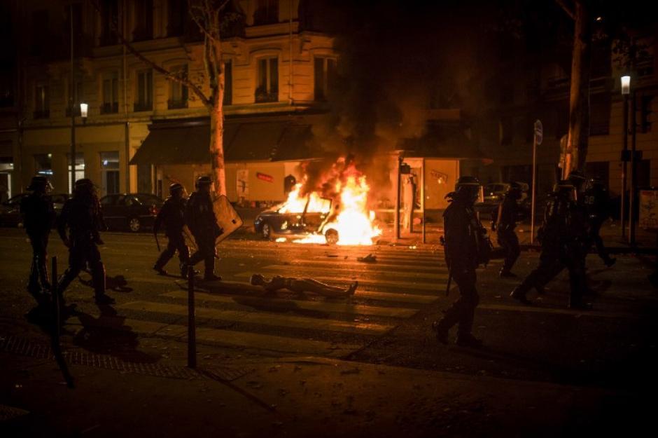 Cayó la noche y comenzaron los incidentes en Francia. (Foto: AFP)