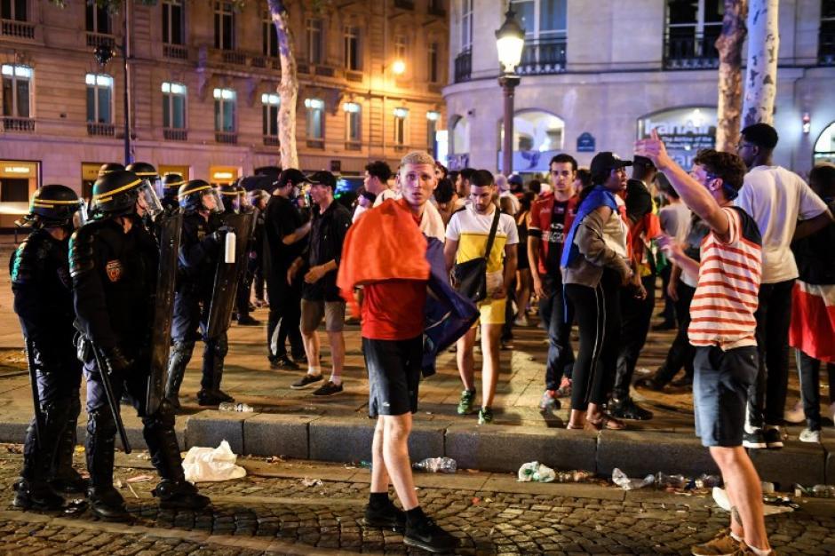 Los seguidores de Francia se salieron de control y obligaron a las fuerzas de seguridad a intervenir. (Foto: AFP)