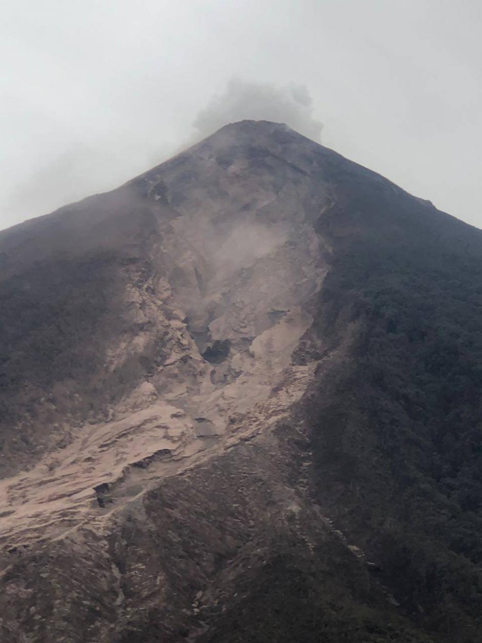 El club fue evacuado la tarde del domingo por la erupción. (Foto: Soy502)