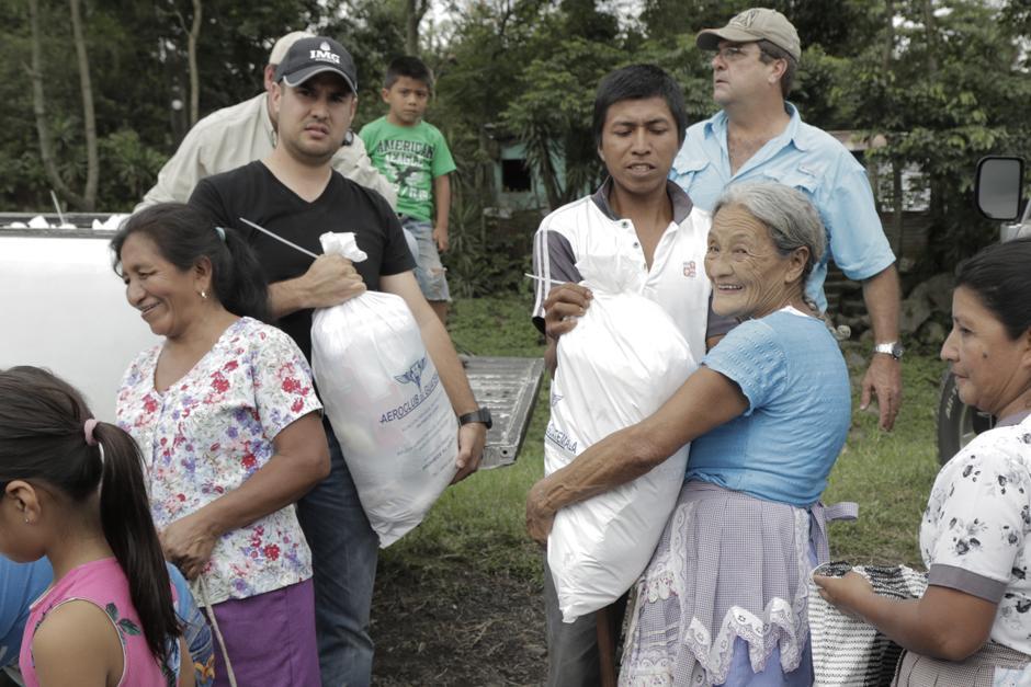 Miercoles: Los víveres son entregados en las aldeas de Santa Marta y en el Chu Chu. (Foto: Alejandro Balán/Soy502)