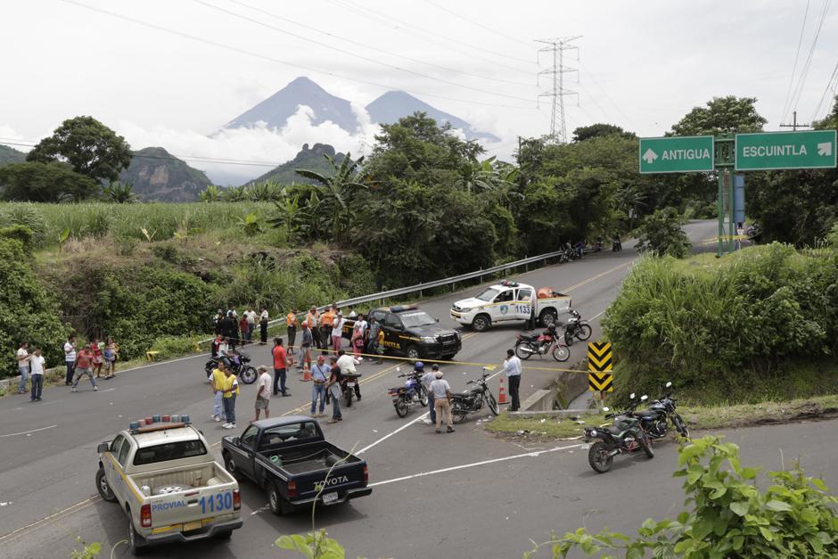 Viernes: se prohibe el paso hacia los lotes luego de que se alertara por un nuevo descenso de material piroclástico.  (Foto: Alejandro Balán/Soy502)