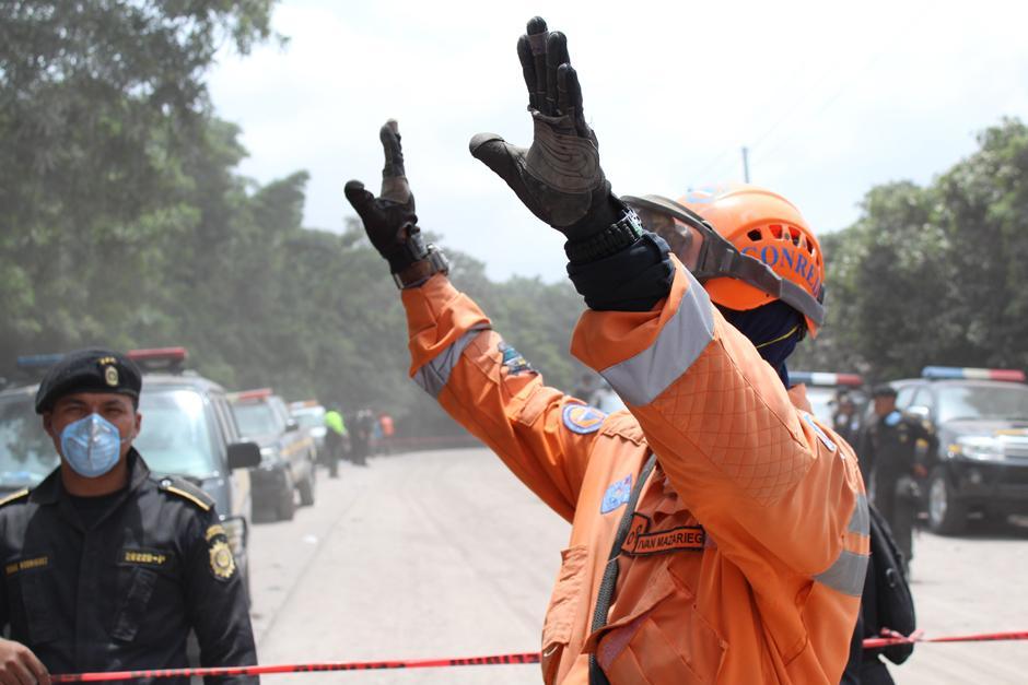 Miercoles: Las labores de rescate fueron suspendidas pasado el medio día por nueva corriente de material piroclástico. (Josué Ramírez/Soy502)