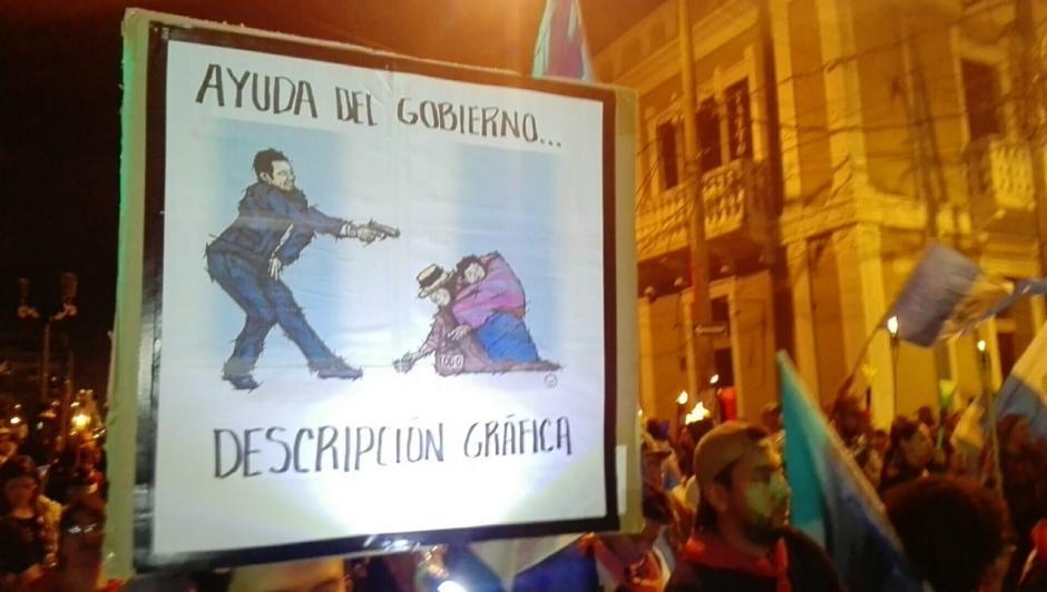 Las mantas de los manifestantes mostraban su descontento ante las decisiones de Jimmy Morales. (Foto: Gustavo Méndez/ Soy502)