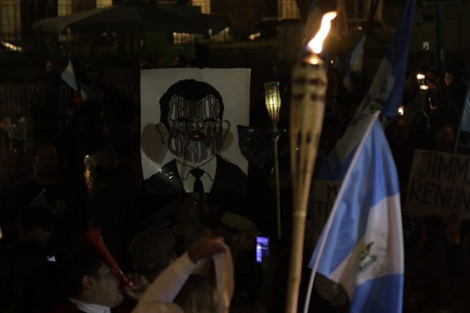 Los inconformes también pidieron la renuncia de la canciller, Sandra Jovel. (Foto: Alejandro Balán/Soy502)