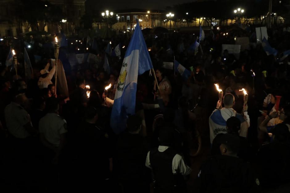 Durante la protesta se criticaron las decisiones tomadas por el gobierno ante la crisis por la erupción del volcán de Fuego. (Foto: Alejandro Balán/Soy502)