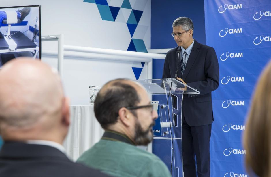 El Dr. Felipe Medina explicó los beneficios de Ciam In Motion. (Foto: Victor Xiloj/Soy502)