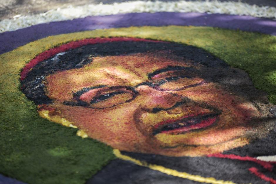 En la alfombra se rindió un homenaje póstumo al arzobispo Óscar Julio Vian. (Foto: Wilder López/Soy502)