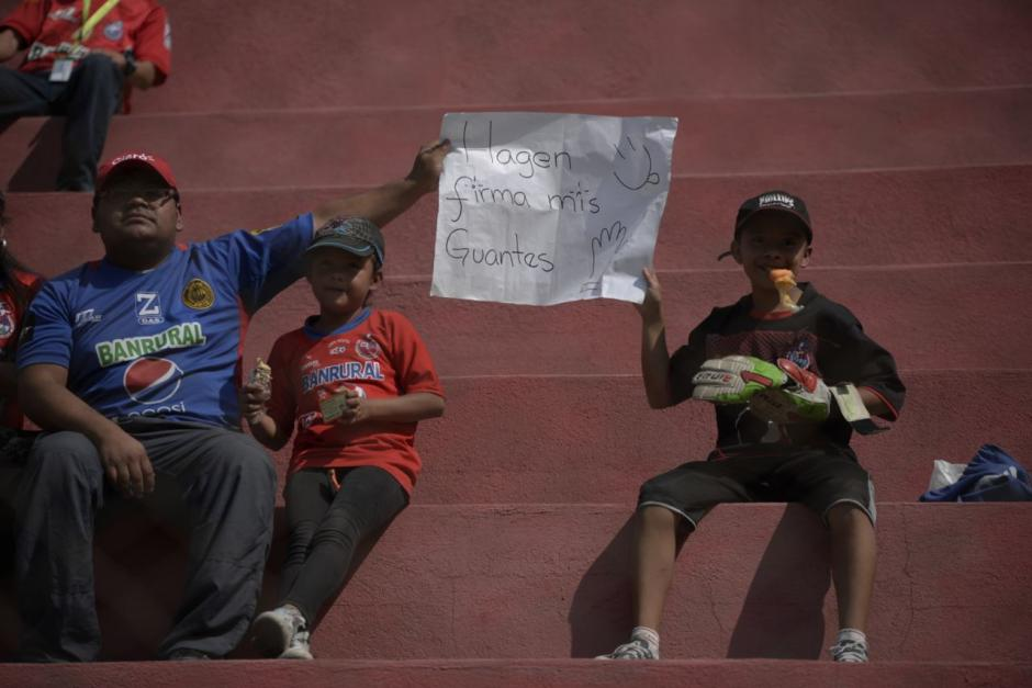Así llegó Alejandro a disfrutar del partido de Municipal contra Petapa. (Foto: Wilder López/Soy502)