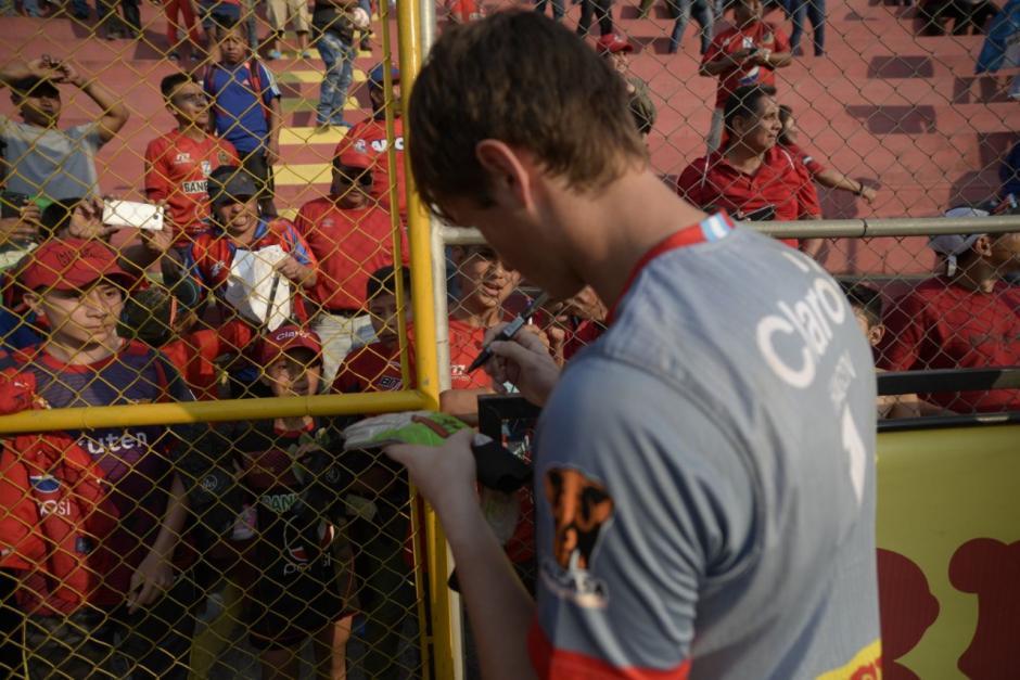 El portero Rojo mantuvo su portería a cero y cumplió el sueño de Alejandro. (Foto: Wilder López/Soy502)