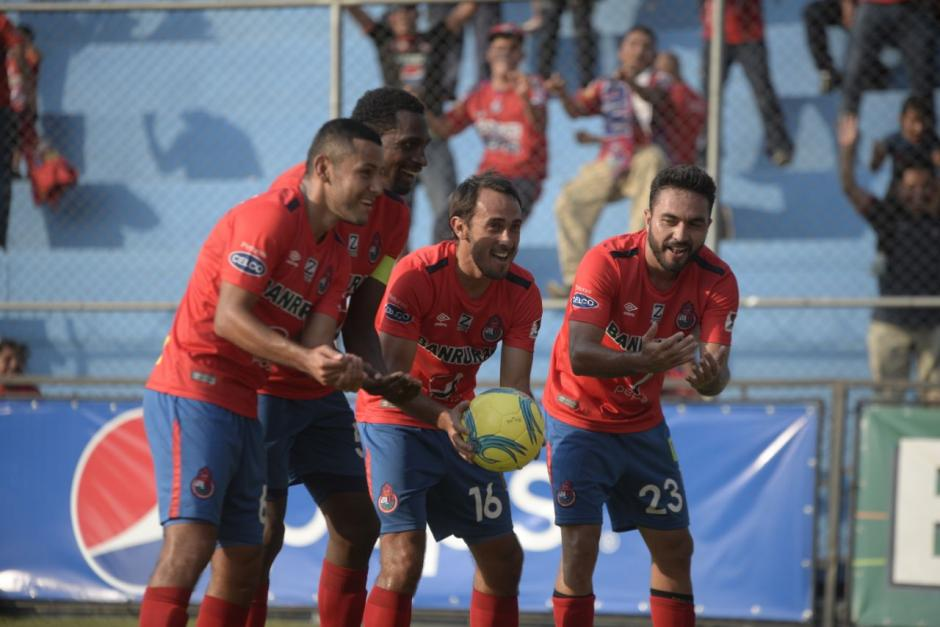 Así celebró el gol Gastón Puerari. (Foto: Wilder López/Soy502)