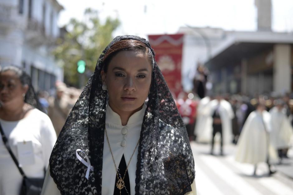 La diputada Stella Alonzo participa del cortejo procesional este domingo. (Foto: Wilder López/Soy502)