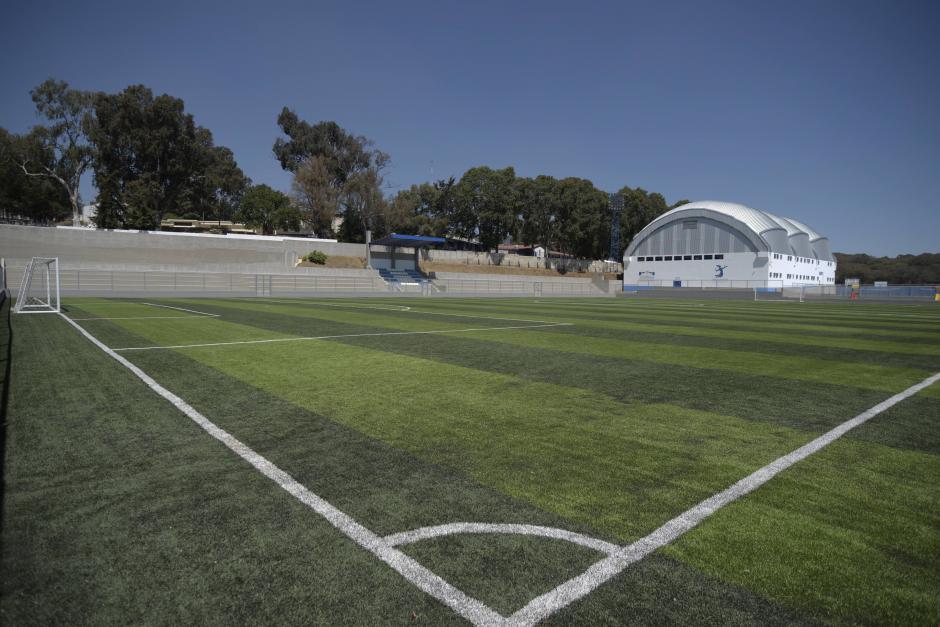 Cientos de niños, jóvenes y adultos deben buscar alternativas para la práctica del fútbol en Mixco. (Foto: Wilder López/Soy502)