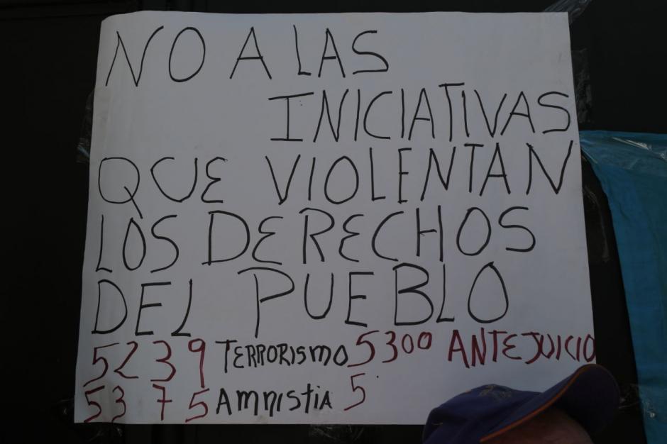 Entre las exigencias del encadenado está la no aprobación de varias iniciativas de ley. (Foto: Alejandro Balán/Soy502)