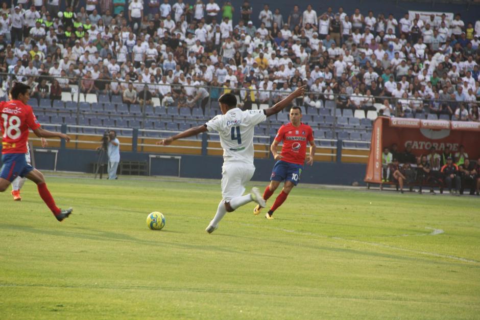 El partido tuvo emociones intensas, principalmente durante el primer tiempo. (Foto: Fredy Hernández/Soy502)