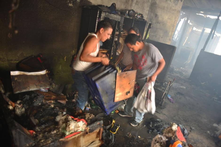 Varias personas resultaron heridas durante un incendio en la zona 13.  (Foto: Jesús Alfonso/Soy502)