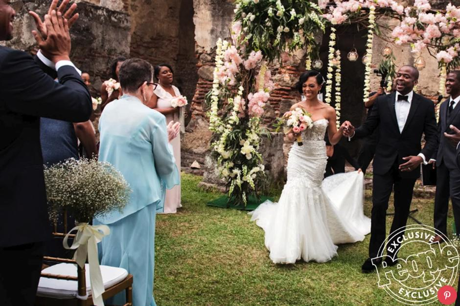 "El actor protagonista de la aclamada serie ""The West Wing"" contrajo matrimonio en la Antigua Guatemala. (Foto: People)"