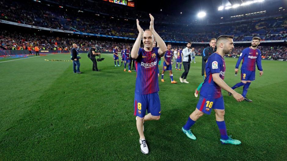 7369086305 Andrés Iniesta se despidió de la afición después del clásico.
