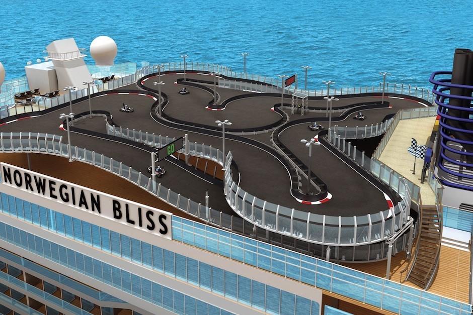 Además, el barco cuenta con la única pista flotante de Go Karts en el mundo. (Foto: paxnews.com)