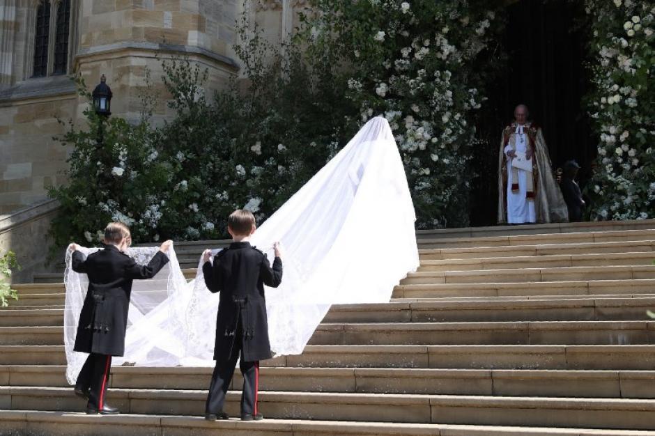 Esta era la cola del vestido de la novia, de cinco metros de largo. (Foto: AFP)