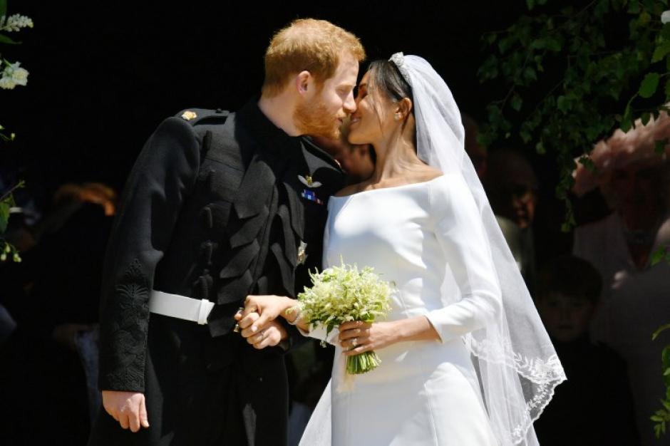 Ambos se dieron un beso al salir del Castillo de Windsor. (Foto: AFP)