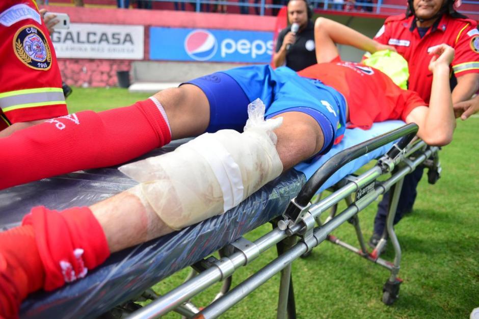 José Carlos Martínez, delantero de Municipal, fue hospitalizado tras un fuerte golpe. (Foto: Jesús Alfonso/Soy502)