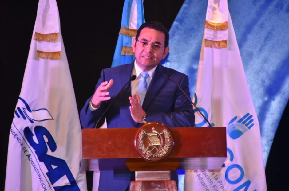 El presidente Jimmy Morales participó en la clausura del Primer Congreso contra la Defraudación y el Contrabando Aduanero. (Foto: AGN)