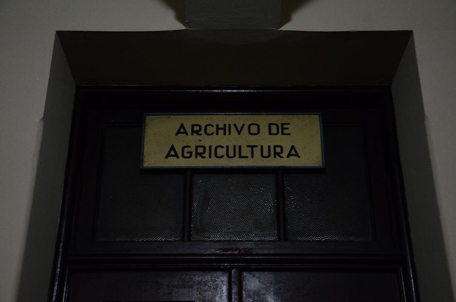 Los letreros del Palacio se hicieron a mano.  (Foto: Selene Mejía/Soy502)