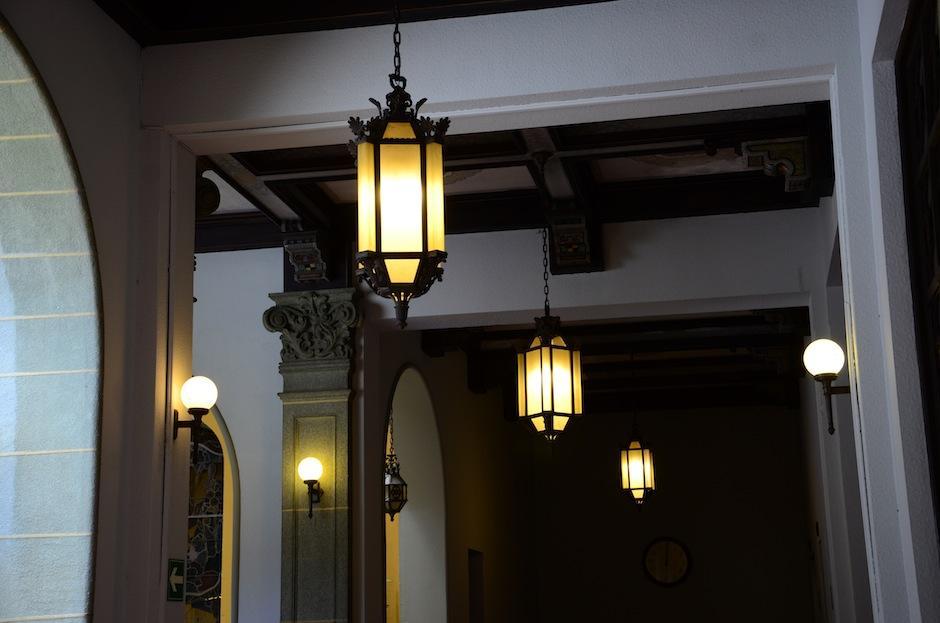 Las lámparas tienen detalles únicos.  (Foto: Selene Mejía/Soy502)