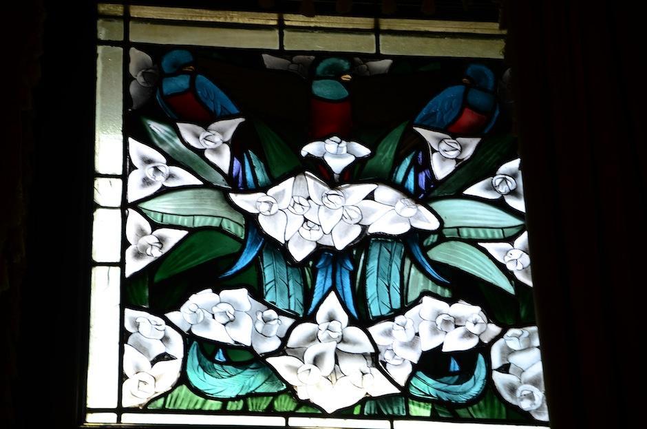 Los vitrales fueron hechos por el artista Julio Urruela. (Foto: Selene Mejía/Soy502)