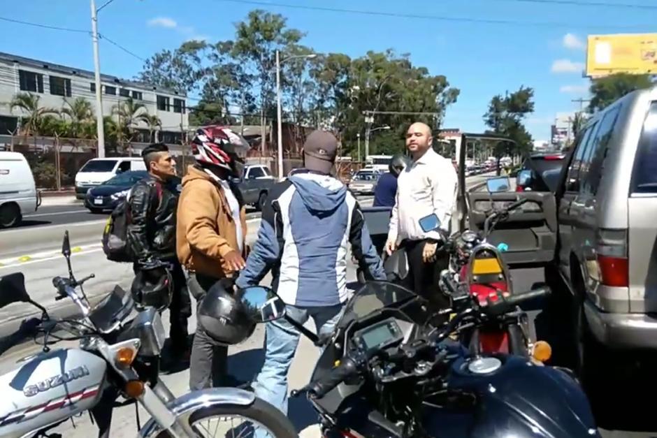 El hecho generó complicaciones para el resto de conductores que se movilizaban sobre la calzada Aguilar Batres. (Captura Video)