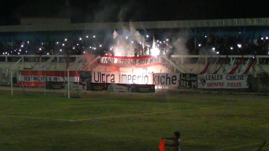 La Ultra Imperio Kiche puso el color en el duelo de Quiché ante Siquinalá por el Torneo de Copa. (Foto: Quiché FC)